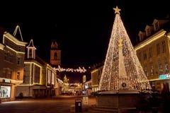 KRANJ, ESLOVENIA - 7 DE DICIEMBRE DE 2016: Iluminación de la decoración de la Navidad en Kranj Fotografía de archivo libre de regalías