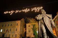 KRANJ, SLOVÉNIE - 13 DÉCEMBRE 2017 : Statue de Preseren dans Kranj, Slovénie, l'Europe photos libres de droits