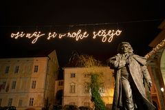KRANJ, SLOVÉNIE - 13 DÉCEMBRE 2017 : Statue de Preseren dans Kranj, Slovénie, l'Europe Photographie stock