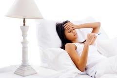 Kranke Bettfrau Stockfoto