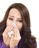 Kranke Frau mit dem Taschentuch, das Kälte hat. Stockbild