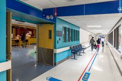 Am Krankenhaus lizenzfreies stockfoto