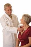 Krankenhaus-Doktor mit Patienten Lizenzfreie Stockbilder
