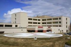 Krankenhaus u. Hubschrauber-Landeplatz Stockfotos