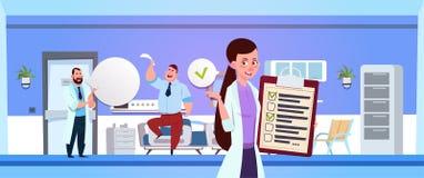 Krankenhaus-Ward With Female Nurse Holding-Schindel über Doktor Examine Patient stock abbildung