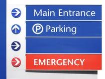 Krankenhaus-Zeichen - Hauptleitung, Parken, Notfall Lizenzfreie Stockbilder