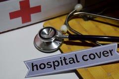 Krankenhausabdeckung auf dem Druckpapier mit medizinischem und Gesundheitswesen-Konzept stockbild