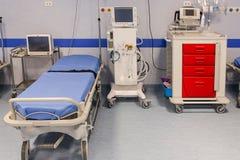 Krankenhauszimmer mit Betten Lizenzfreies Stockfoto