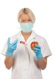 Krankenschwester bildet Einspritzung im Apfel Lizenzfreies Stockbild
