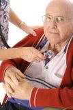 Krankenschwester, die Patientennotfall überprüft Lizenzfreie Stockfotografie