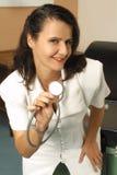 Krankenschwester, die Sie betrachtet stockfotos