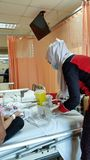 Krankenschwester kam, Blut in der Privatklinik zu nehmen Stockfotografie