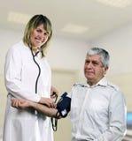 Krankenschwester misst die Festlichkeit, Krankenhaus Lizenzfreies Stockbild
