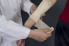 Krankenschwester mit Band Stockbild