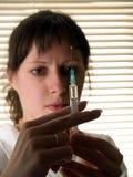 Krankenschwester mit sprizen Stockfotografie