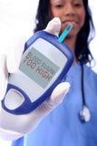 Krankenschwester und ein zuckerkranker Finger-Steuerknüppel Lizenzfreies Stockfoto