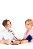 Krankenschwester und eine Oma Stockfoto