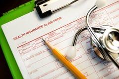 Krankenversicherungs-Antragsformular Stockfotografie