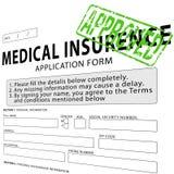 Krankenversicherungsanmeldeformular mit Grün genehmigtem Stempel Lizenzfreies Stockfoto