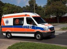 Krankenwagen in der Tätigkeit Stockbilder