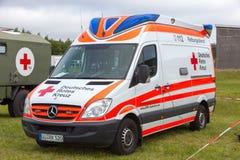 Krankenwagen des roten Kreuzes Stockfoto