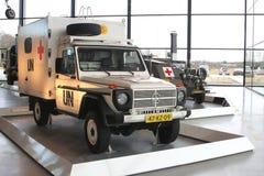 Krankenwagen des roten Kreuzes von Vereinten Nationen im nationalen Militärmuseum in Soesterberg, die Niederlande Stockbild