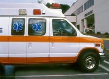 Krankenwagen am Krankenhaus Lizenzfreies Stockbild