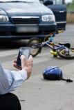Krankenwagen nach Autounfall stockfotografie