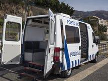 Krankenwagen und Polizeiwagen der portugiesischen Polizei auf der Insel von Madeira lizenzfreie stockbilder