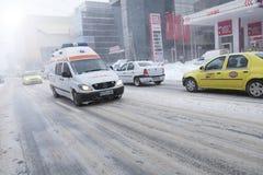 Krankenwagenauto in der Bewegung Lizenzfreies Stockfoto