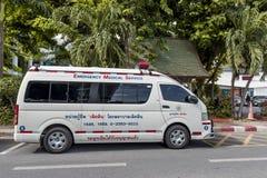 Krankenwagenauto parkte oben im thailändischen Parlament Lizenzfreies Stockbild