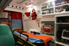Krankenwageninnendetails - Mannschaft der ersten Hilfe Stockfotografie