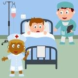 Kranker Junge in einem Krankenhaus-Bett Lizenzfreie Stockfotos
