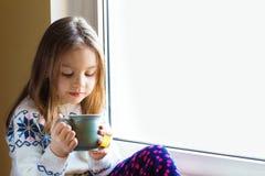 Krankes kleines Mädchen mit selbst gemachter Abhilfe Stockbilder