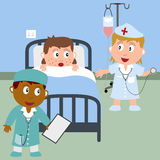 Krankes Mädchen in einem Krankenhaus-Bett Stockbild
