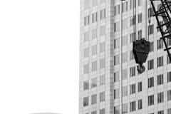 Krankroken hänger framdelen byggnaden Royaltyfri Foto