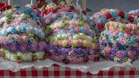Kransar av mång--färgade handgjorda blommor Arkivfoto