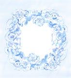 Kransen av blåttblommor målade i vattenfärg på en vit bakgrund Arkivfoto