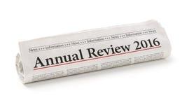 Krant met het krantekop Jaarlijkse overzicht 2016 Stock Afbeelding