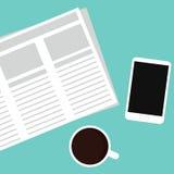 Krant, mobiele telefoon en koffie Royalty-vrije Stock Afbeelding