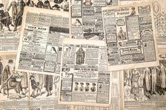 Krantenpagina's met antieke reclame De maniermagazi van de vrouw Royalty-vrije Stock Fotografie