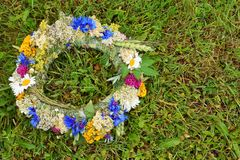 Kranz der wilden Blumen stockfoto