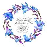 Kranz mit blauen Aquarelllilien Lizenzfreie Stockfotos