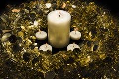 Kranz und Kerzen Stockfotografie