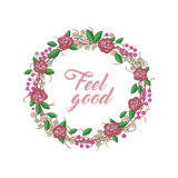 Kranz von Rosen, von Blättern, von roten Beeren und von braunen Zweigen Lizenzfreies Stockbild