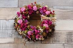 Kranz von Trockenblumen Stockfotografie