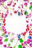 Kranzrahmen mit Wildflowers Stockfotos