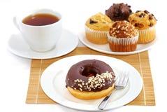 Krapfen-Tee-Bruch Lizenzfreies Stockfoto