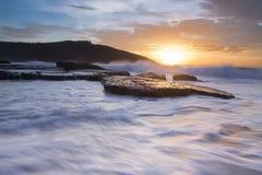 Krascha vågor på den New South Wales kusten royaltyfri fotografi