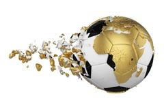 Kraschad bruten fotbollboll med begrepp för planetjordjordklot som isoleras på vit bakgrund Fotbollboll med guld- kontinenter stock illustrationer